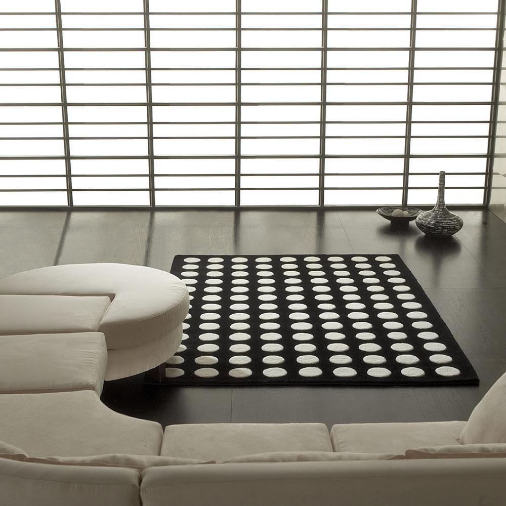 tapis pompons noir et blanc de carving 140x200. Black Bedroom Furniture Sets. Home Design Ideas